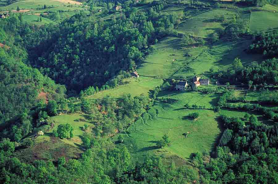 Le sentier GR 465, des monts du Cantal à la vallée du Lot