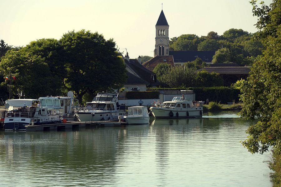 GR® 654, en suivant le canal de l'Aisne et le canal latéral à la Marne